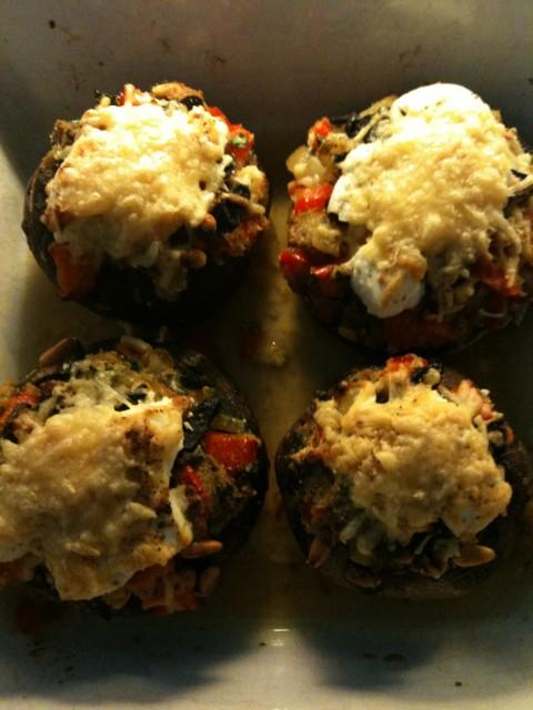 Gevulde Portobello's met Zwarte Knoflook