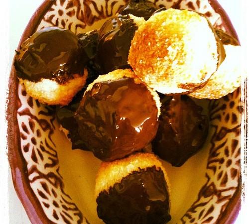 Kleine Kokosmakronen met Chocolade voor het Foodblogevent