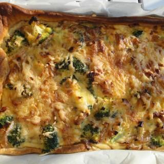 Broccoli, ui en spek quiche met croissantdeeg à la Nombelina