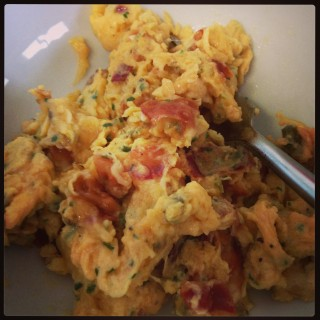 Bacon jalapeño scrambled eggs with cheese