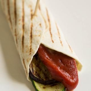 Foodblogswap - Wrap met Gegrilde Groenten en Houmous