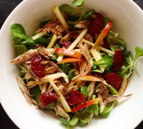 Lauwwarme salade met makreel, chorizo en appel