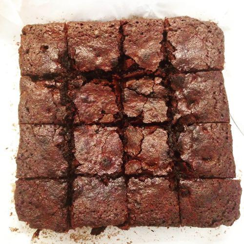 Brownies met gesmolten stukjes chocolade