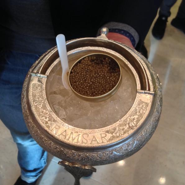 Het nieuwe kaviaar eten: Frietje kaviaar.