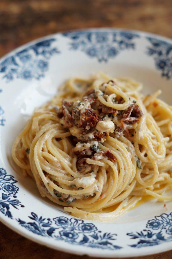 Spaghetti met Salieboter, Zongedroogde Tomaatjes & Feta
