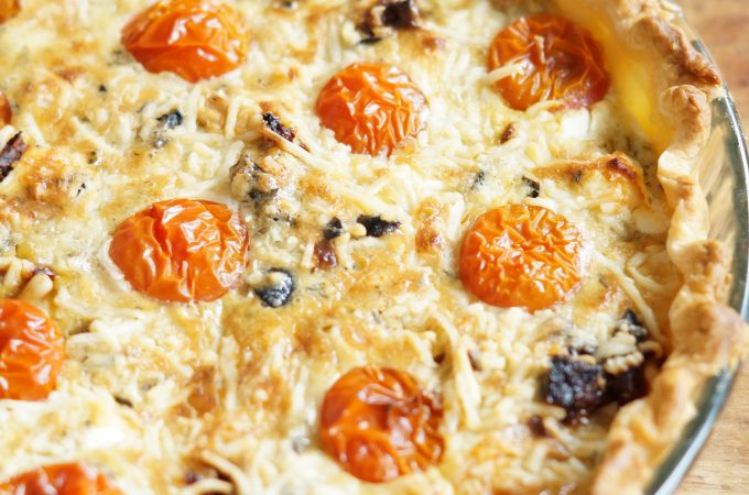 Quiche met Geitenkaas, Zongedroogde Tomaatjes en Olijven
