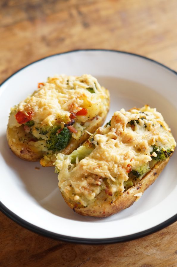 Gevulde Aardappel met Broccoli, Paprika en Spekjes