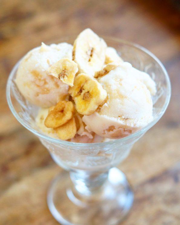 Bananen Yoghurtijs met Salted Caramel Snippers